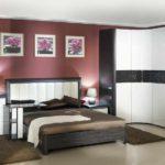 пример светлого декора спальной комнаты 15 кв.м картинка