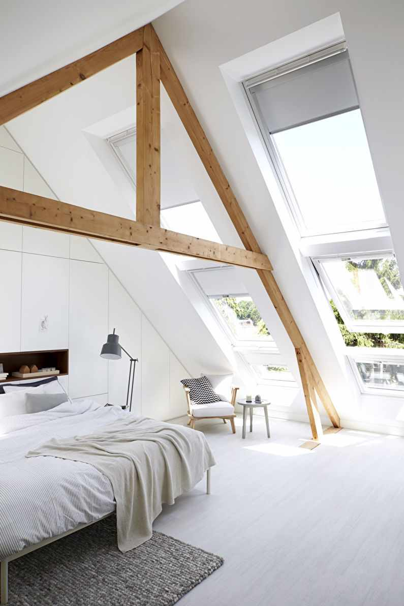 пример необычного дизайна спальни в мансарде