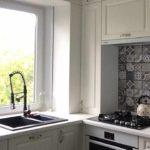 пример яркого интерьера кухни с газовым котлом фото