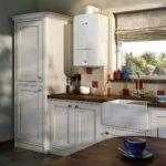 идея яркого интерьера кухни с газовым котлом фото