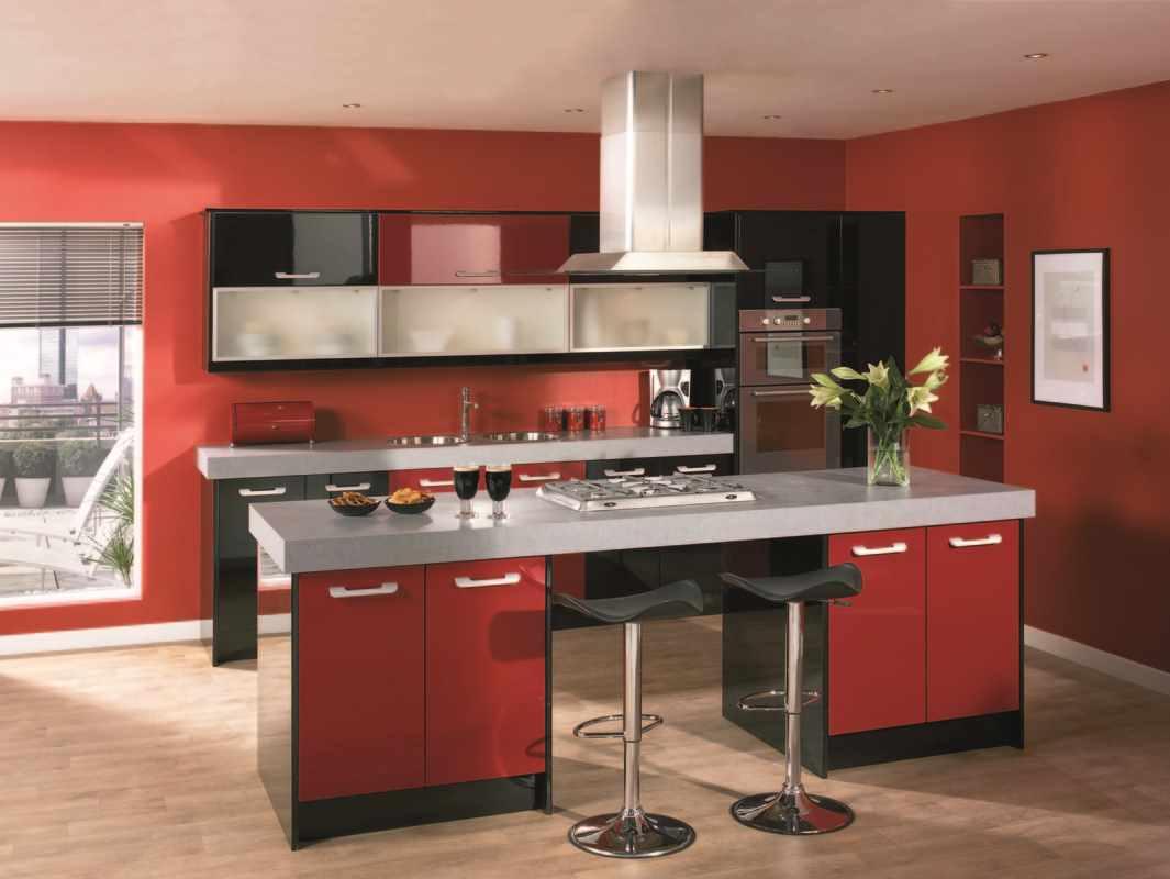 вариант светлого стиля красной кухни