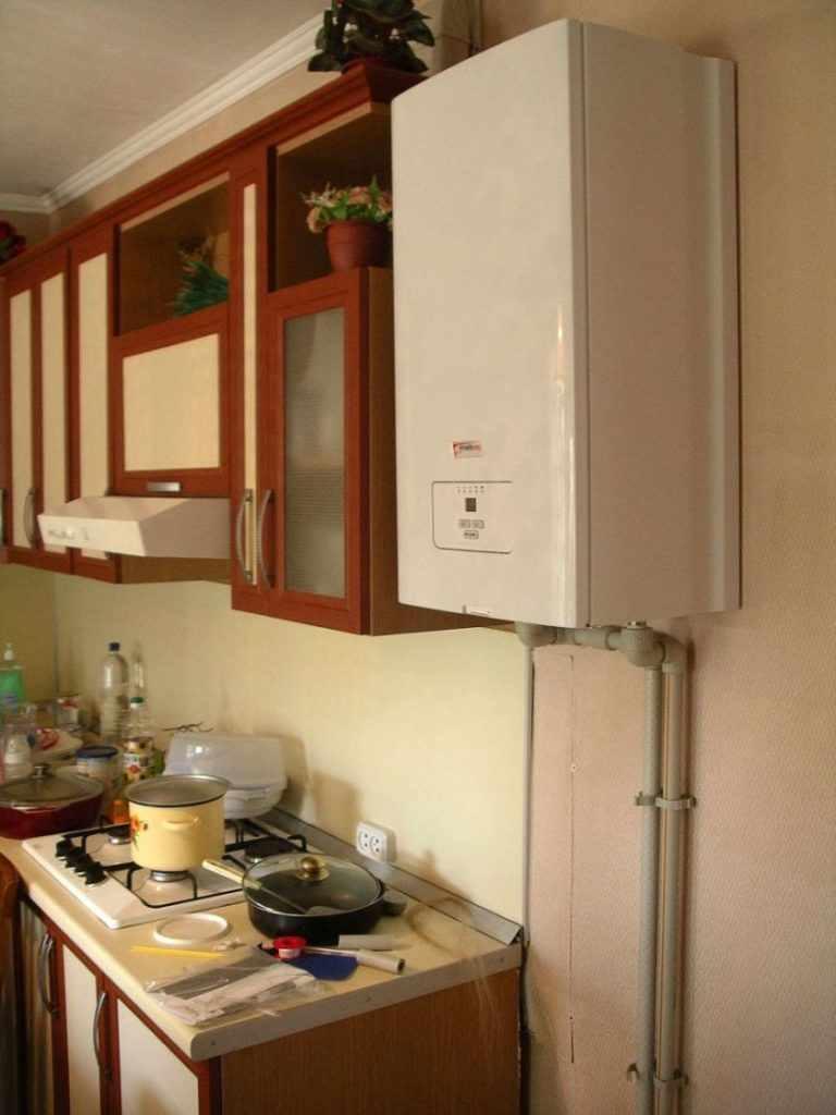 идея необычного декора кухни с газовым котлом