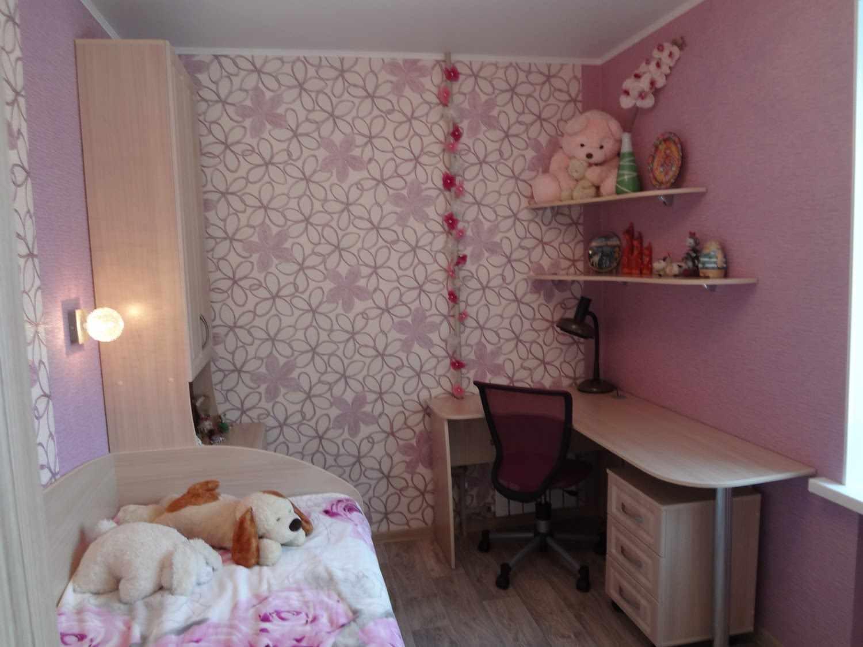 вариант яркого дизайна спальной комнаты для девочки
