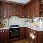 вариант светлого декора угловой кухни картинка