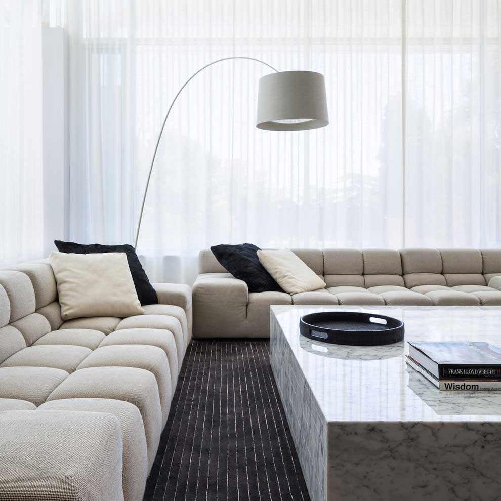 вариант применения необычного интерьера гостиной комнаты в стиле минимализм