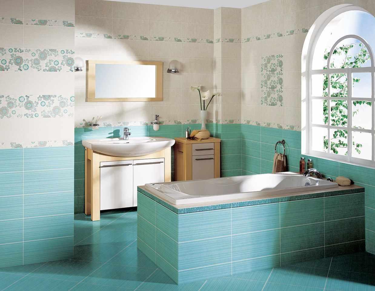 вариант красивого декора ванной комнаты с облицовкой плиткой
