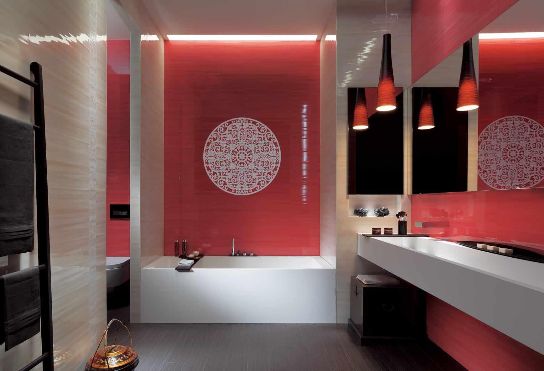 пример яркого стиля ванной комнаты с облицовкой плиткой