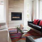 вариант применения светлого дизайна гостиной комнаты с камином фото