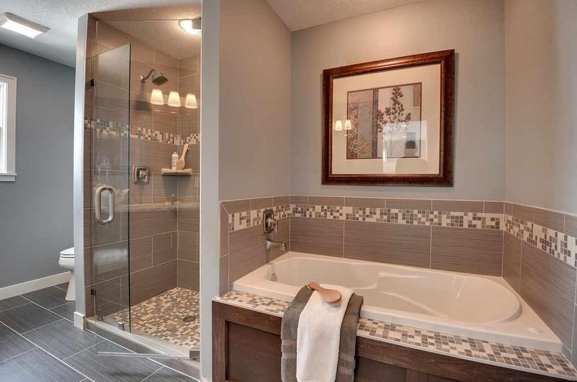 идея красивого стиля ванной комнаты с облицовкой плиткой