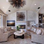вариант применения светлого дизайна гостиной комнаты с камином картинка