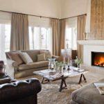 идея использования необычного интерьера гостиной комнаты с камином фото