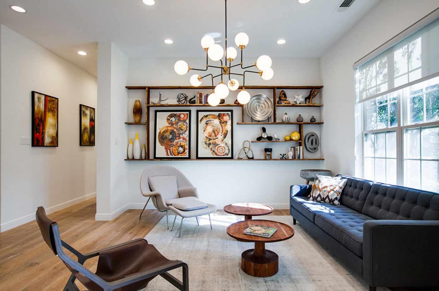 пример яркого дизайна гостиной комнаты 2018
