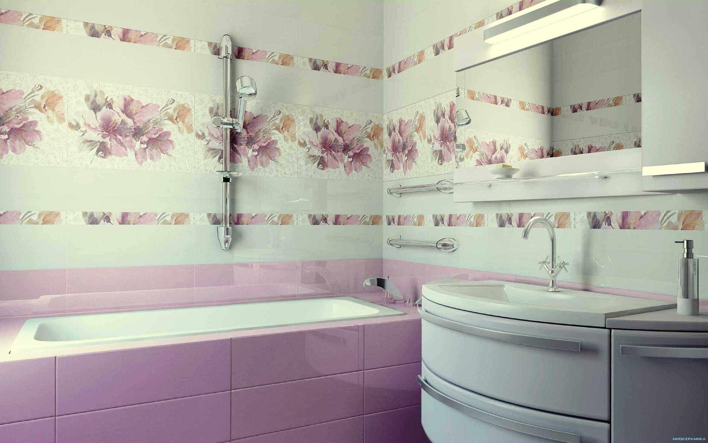 пример яркого декора ванной комнаты с облицовкой плиткой