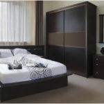 дизайн спальни темный интерьер