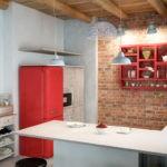 Красный холодильник в стиле ретро