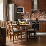 Деревянная мебель на кухне в стиле лофт