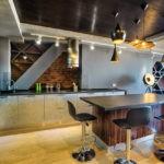 Использование несущих конструкций в интерьере кухни