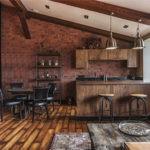 Кухня в стиле лофт в мансардном помещении