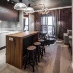 Деревянная барная стойка в дизайне кухни