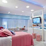 Сочетание розового цвета с голубым в спальной комнате
