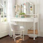 Туалетный столик для девушки модницы