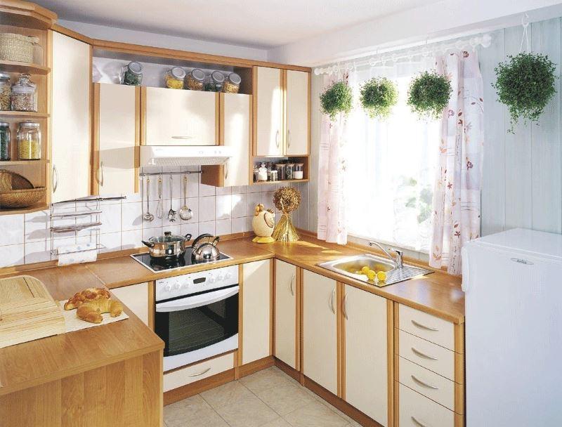 Дизайн кухни 3 на 3 метра с П-образным расположением кухонной мебели