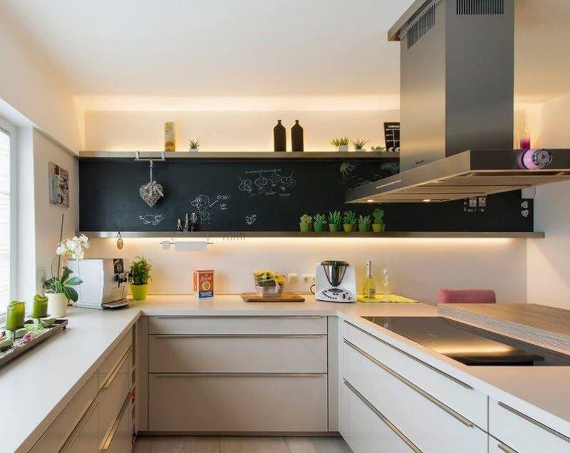 Светодиодная подсветка верхних шкафов в дизайне кухни