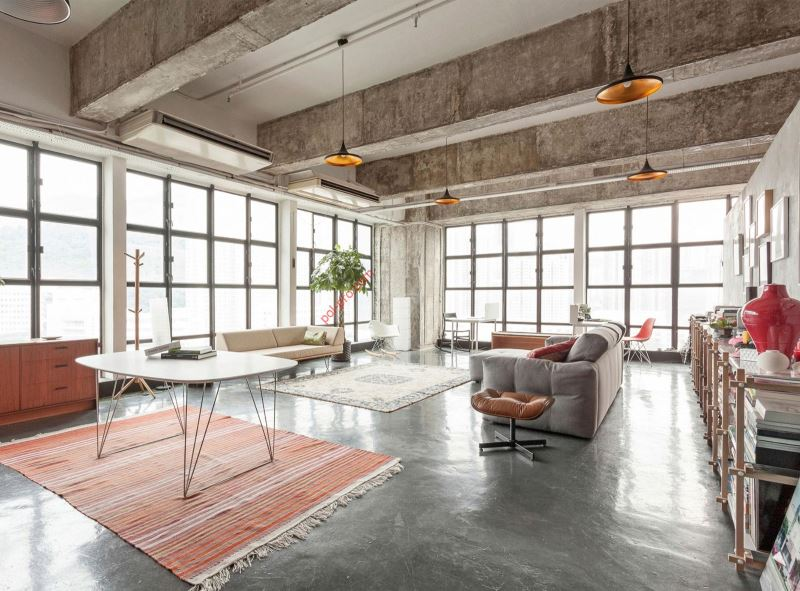 Серый бетон в интерьере помещения в стиле лофт