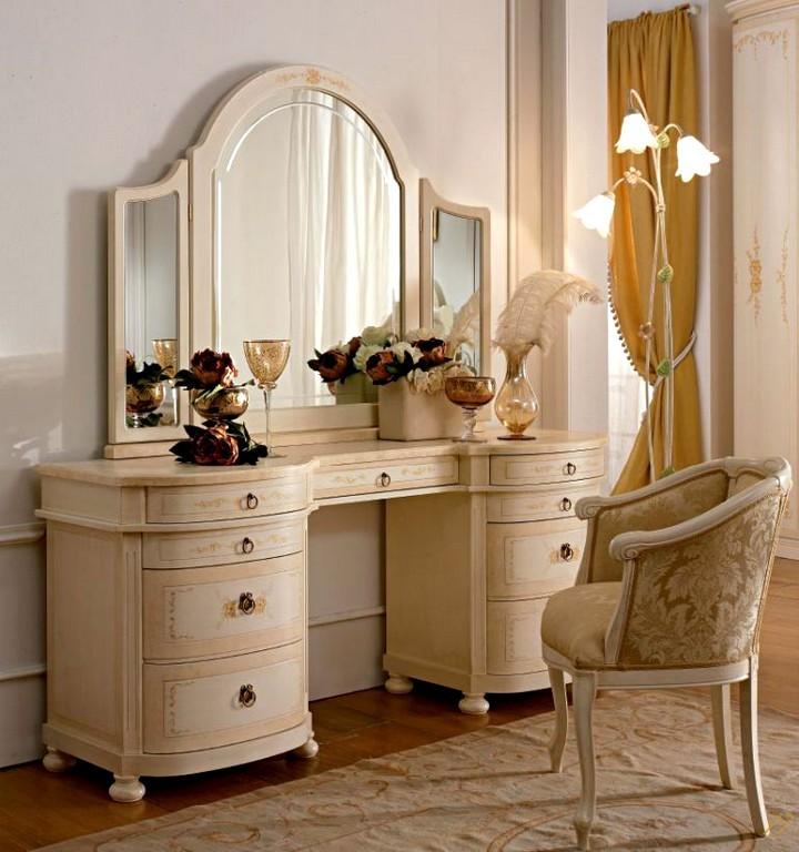 Туалетный столик в классическом стиле