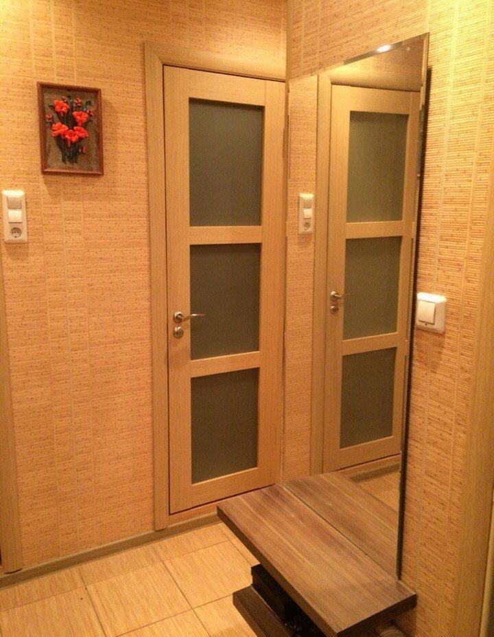 Стены коридора в хрущевке с бамбуковыми обоями