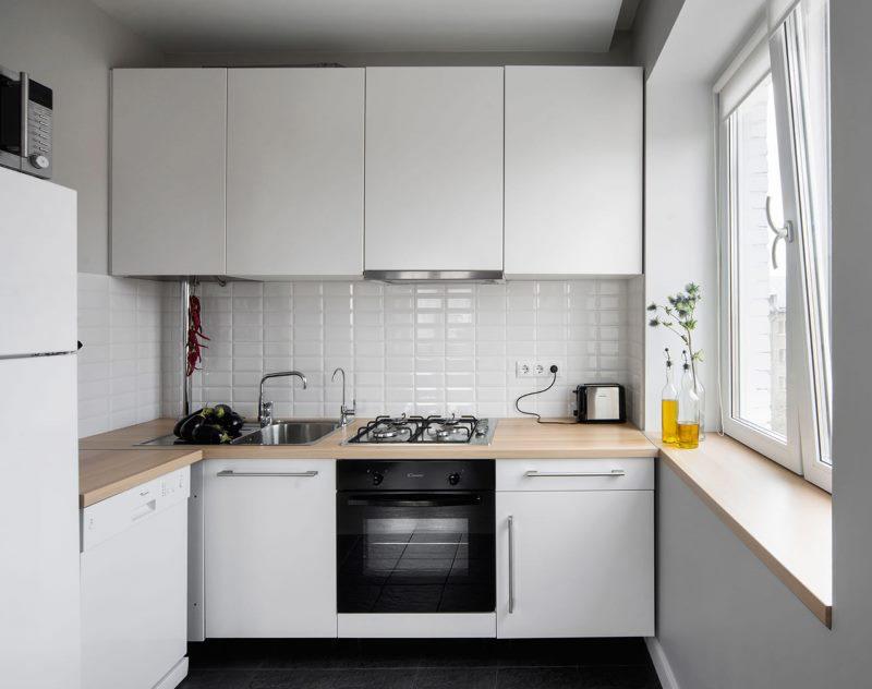 Гарнитур белого цвета в кухне хрущевки