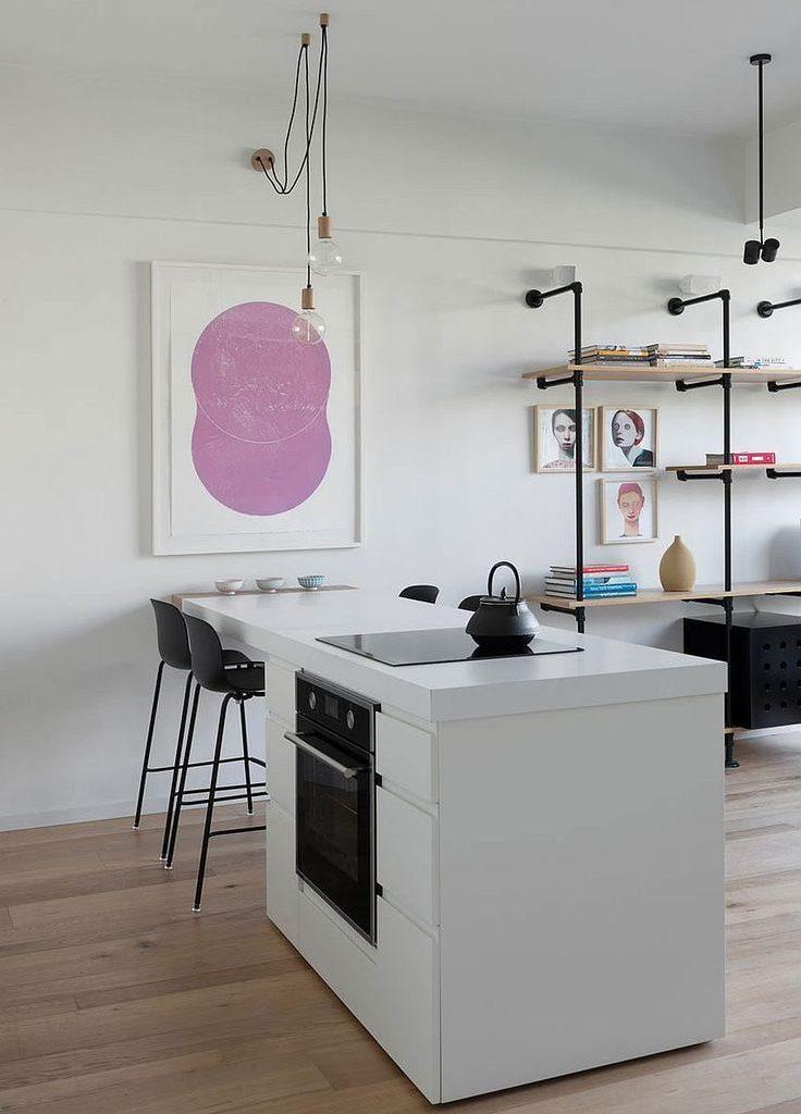 Акценты черного цвета в дизайне белой кухни