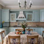 Деревянная мебель на кухню в голубом цвете