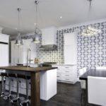 Для кухонь в стиле модерн наиболее частым вариантом принта для обоев является черно-белый рисунок