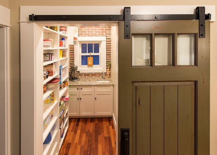 Сдвижная дверь в кладовую для продуктов питания