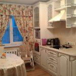 Клеенка на обеденном столе кухни в панельном доме