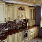 Цветная мозаика на кухонном фартуке