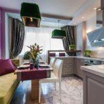 Фиолетовый цвет в оформлении стены кухни