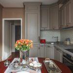 Живые цветы в оформлении кухни