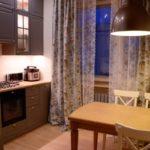 Фото реальной кухни с коричневой мебелью