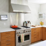 Кухонные тумбы с коричневыми фасадами