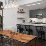 Столешница из цельного дерева в интерьере кухни