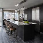 Интерьер кухни в темных тонах