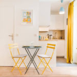 Желтый цвет в качестве акцентов в дизайне кухни