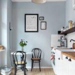 Голубые стены в интерьере кухни