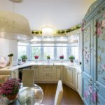 Цветочный принты на фасадах кухонной мебели