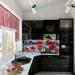 Глянцевые поверхности кухонного гарнитура черного цвета