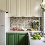 Двухкамерный холодильник на кухне небольшой площади