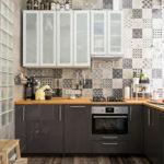 Кухонный гарнитур с серыми фасадами