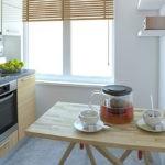 Обеденный стол из деревянного щита